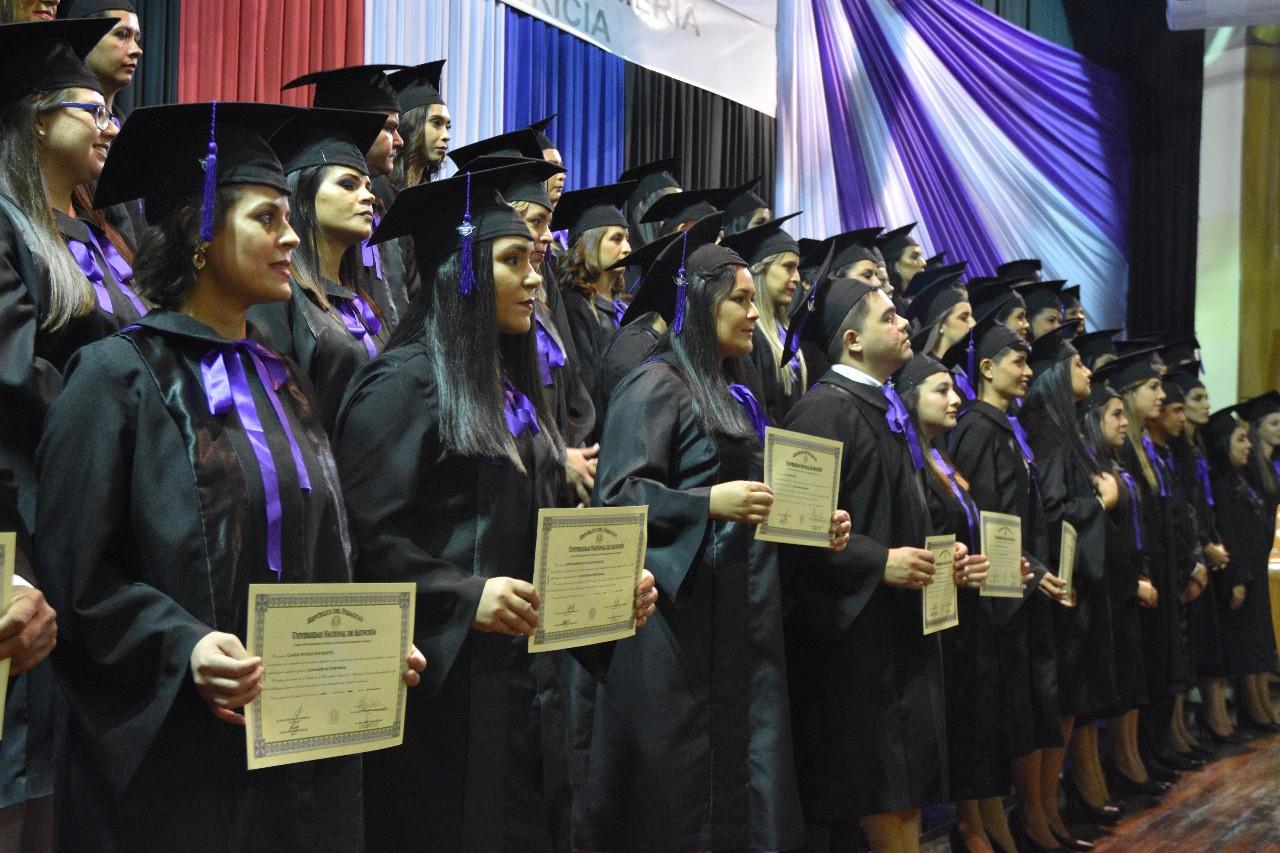 FENOB-UNA entrega sus títulos a 52 nuevos profesionales